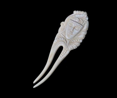 Шпилька из бивня мамонта «Маска»