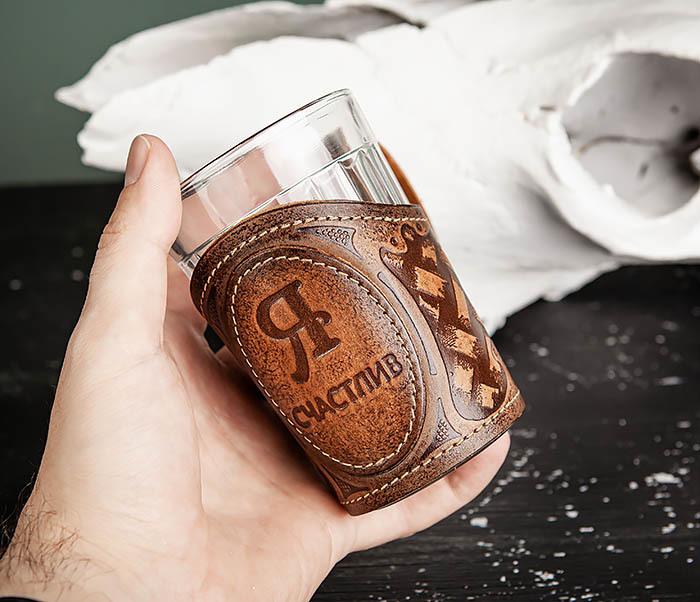 BY31-03-03 Подарочный подстаканник «Я Счастлив» из кожи с граненным стаканом фото 08