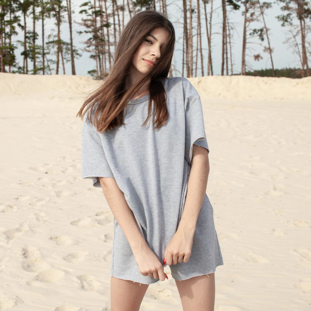 Дитячий підлітковий літній костюм для дівчаток з шорт і футболки оверсайз в сірому кольорі