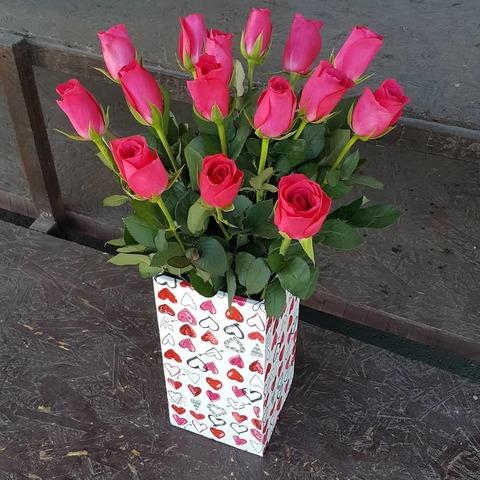 Ваза деревянная с розами 9