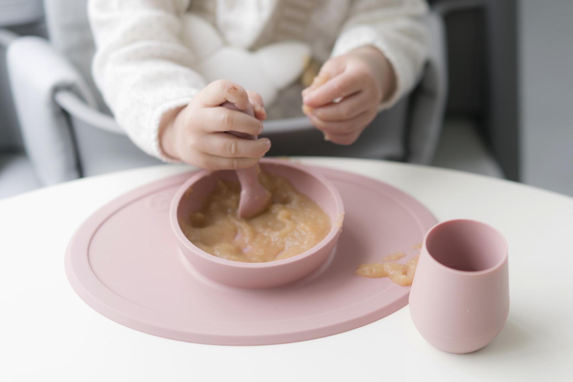 Набор из 2-х силиконовых ложек цвет оливковый EZPZ Tiny Spoon