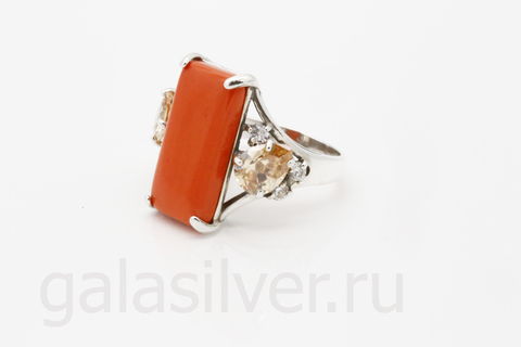 Кольцо с кораллом и фианитом из серебра 925