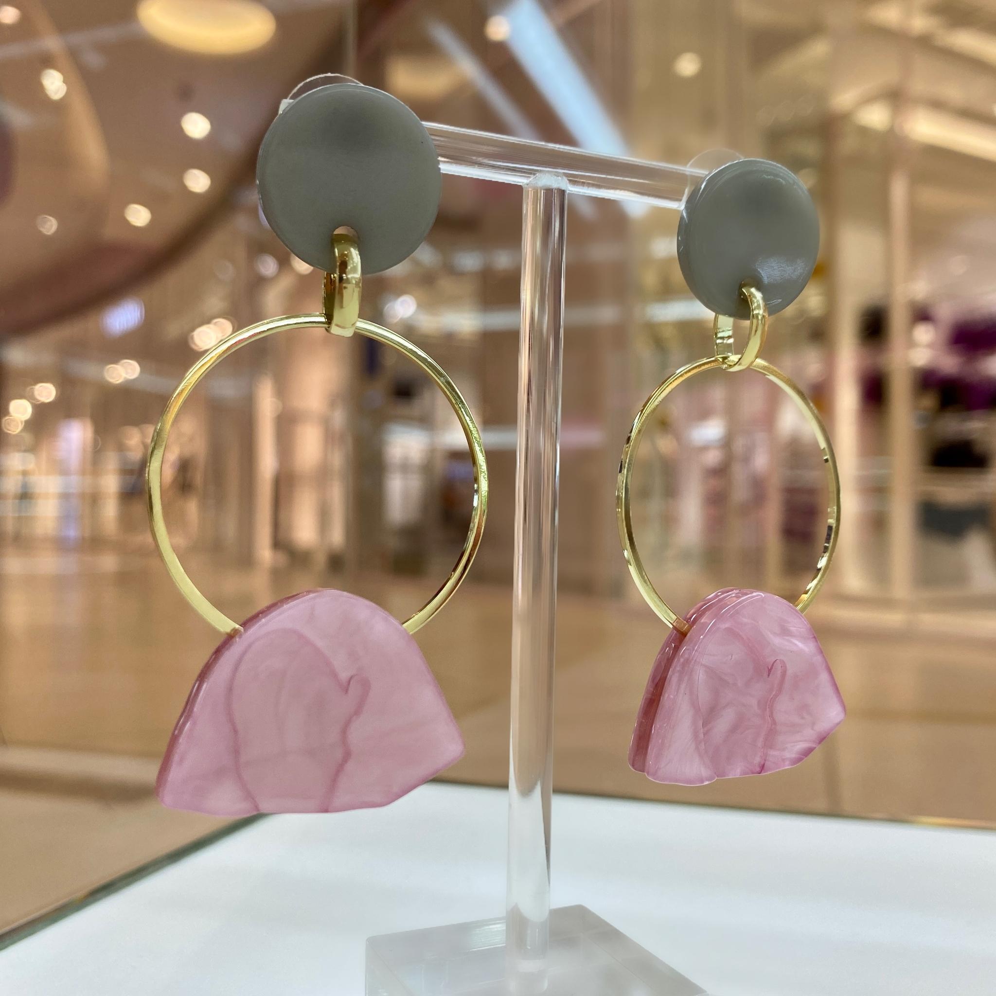 Серьги с подвесными кольцами, акрил (серый, розовый)