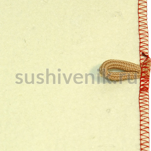 Белый коврик с красной каймой