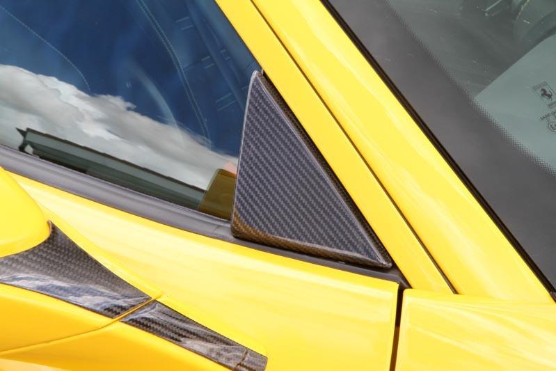 Карбоновая треугольная крышка на боковое окно Novitec Style для Ferrari 488 GTB