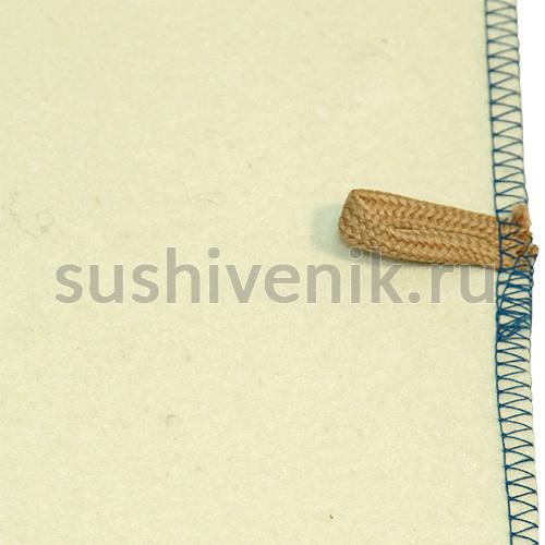 Белый коврик с синей каймой