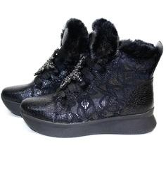 Зимние кроссовки женские