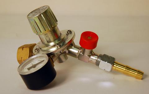 Газовый редуктор GOK M50-V/ST, выход 35º с манометром и штуцером