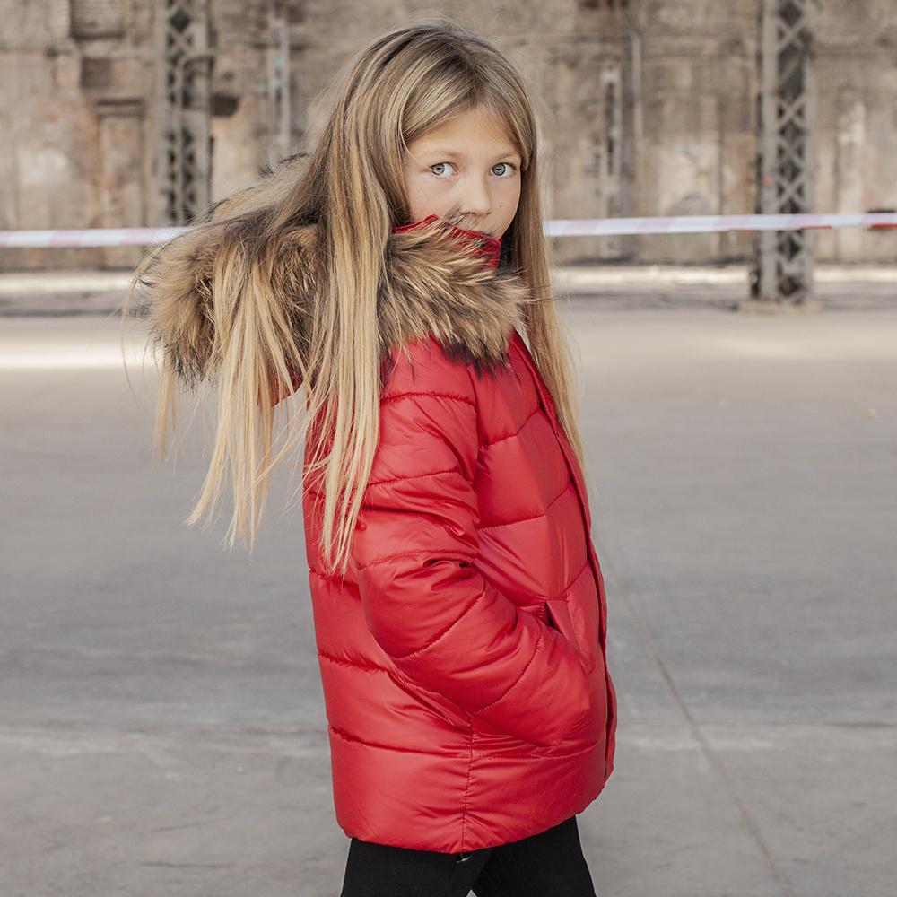 Дитяча зимова куртка з натуральної опушкою червоного кольору на дівчинку