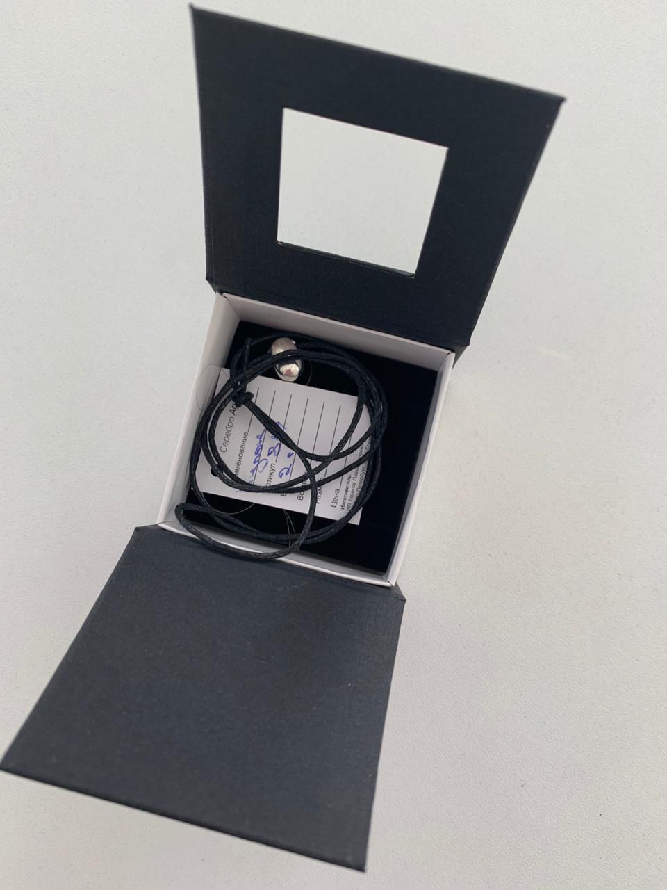 Кулон-подвеска полированное кофейное зёрнышко с черной прожилкой из серебра 925 пробы.