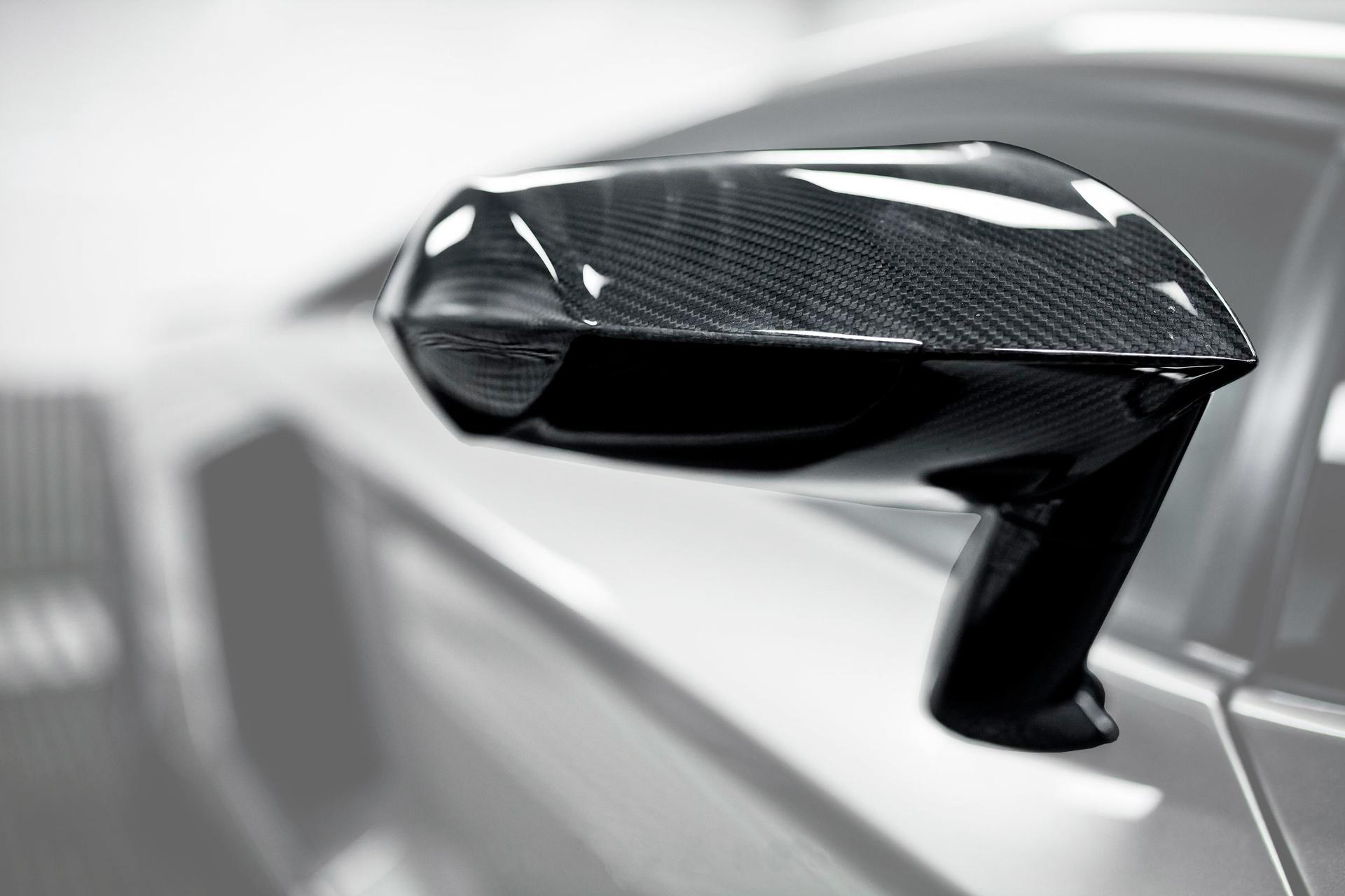 Корпуса из углеродного волокна Mansory Style 2 и зеркальные ножки для Lamborghini Aventador