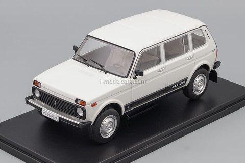 VAZ-2131 Niva white 1:24 Legendary Soviet cars Hachette #82