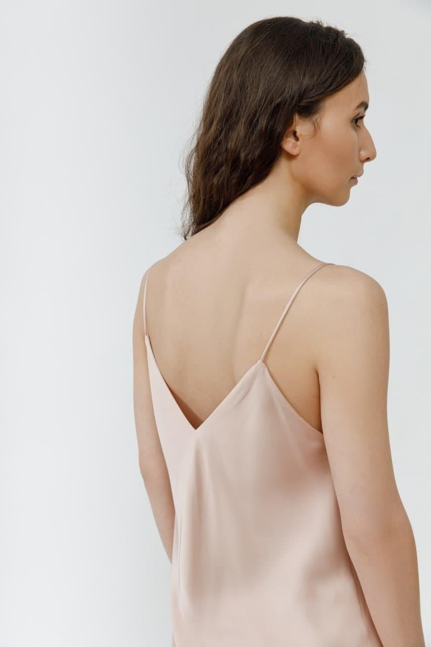 Платье-комбинация на тонких бретелях пудровое
