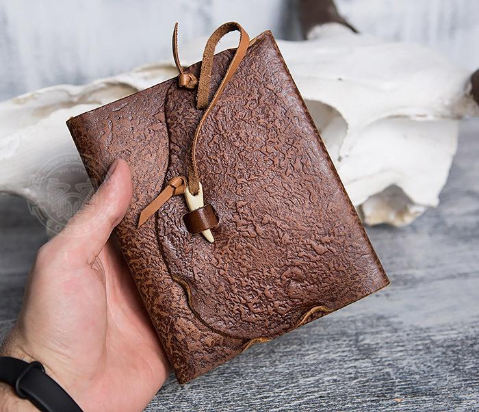 BY01-04-01 Необычный кожаный блокнот с застежкой - клыком (А6) фото 03