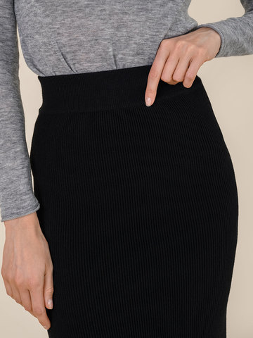 Женская юбка черного цвета из шерсти - фото 5