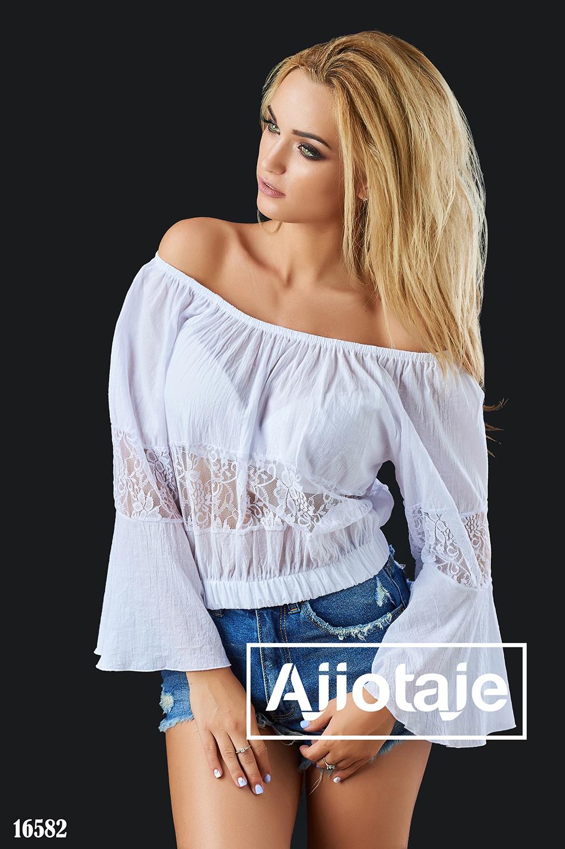 Легкая блузка с открытыми плечами