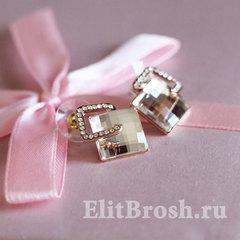 Серьги ромбы с белыми кристаллами Сваровски