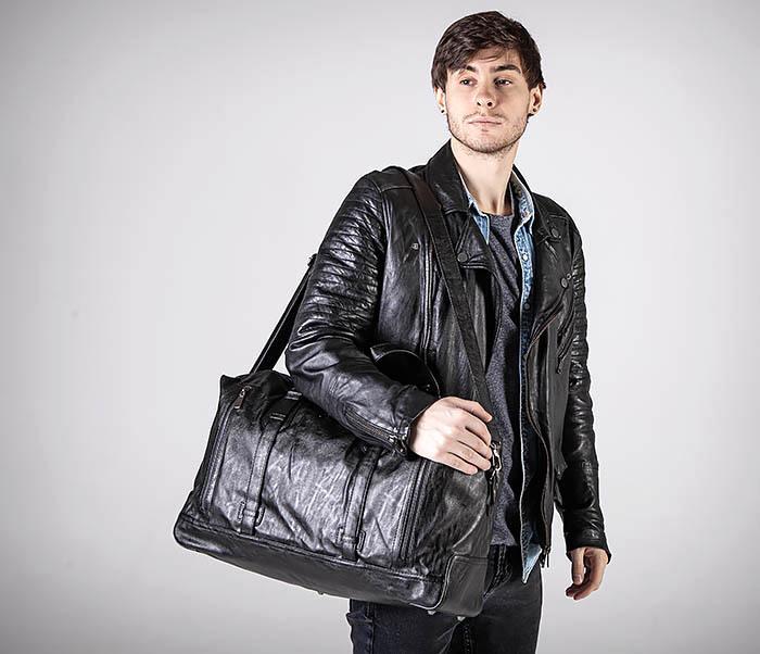 BAG543 Крупная дорожная сумка из кожи черного цвета