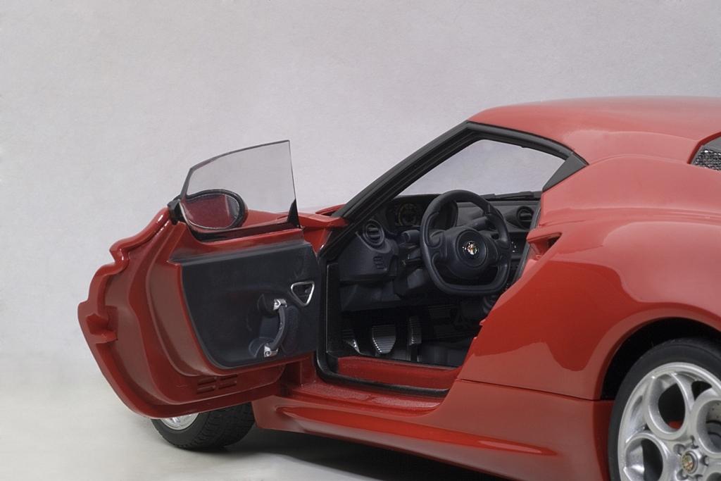 Коллекционная модель Alfa Romeo 4C Coupe 2013 Red