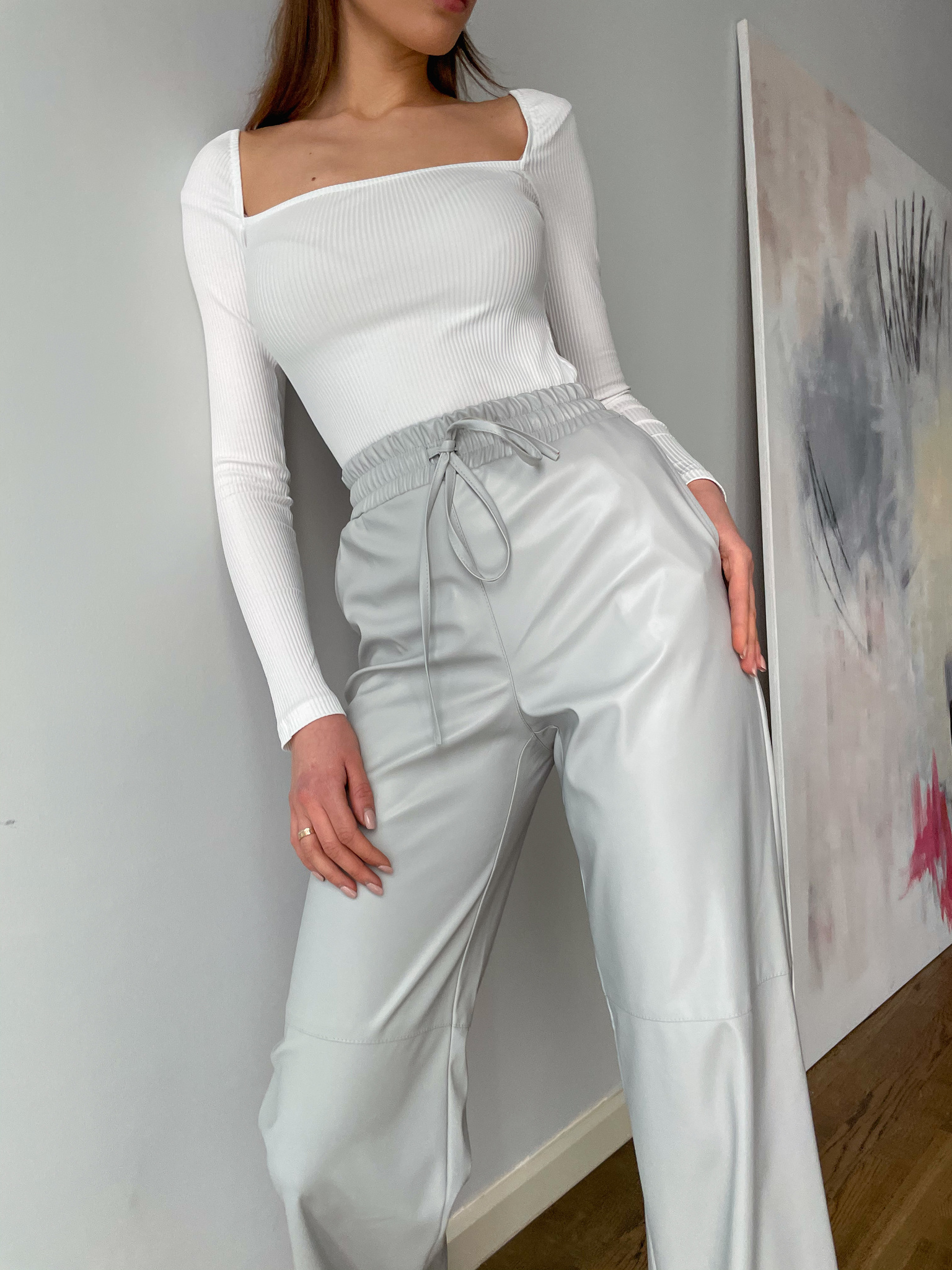 Кожаные брюки на резинке (серый)