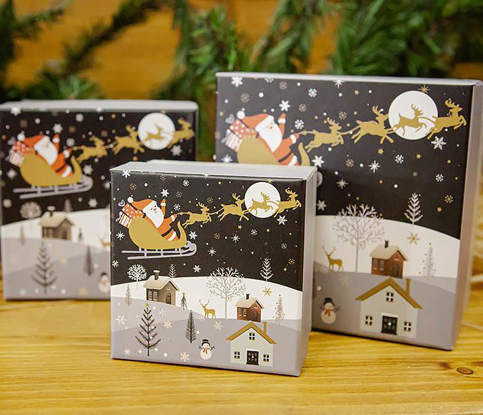BOX261-3 Новогодняя коробка для подарков «Дед Мороз на санях» (13*13*9 см) фото 09