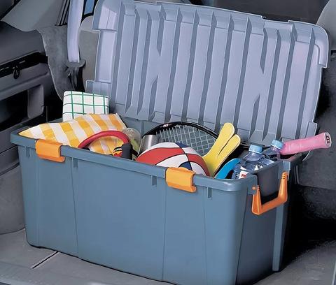 Экспедиционный ящик IRIS HD Box 800D, в багажнике автомобиля.