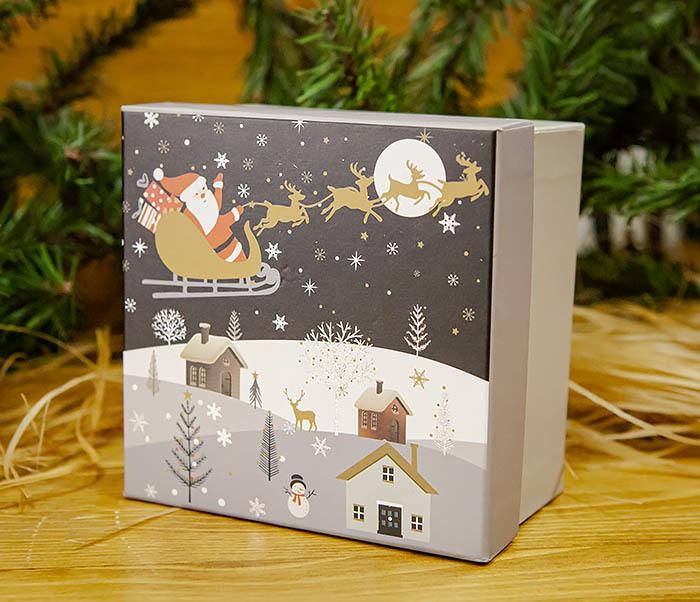 BOX261-3 Новогодняя коробка для подарков «Дед Мороз на санях» (13*13*9 см) фото 02