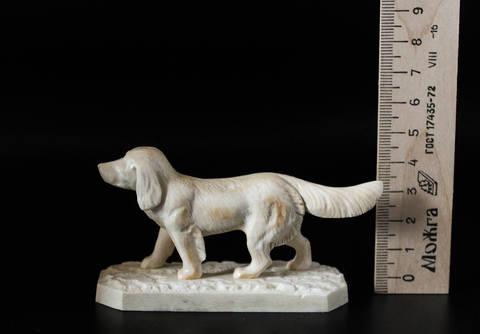 Скульптура из бивня мамонта «Пёс на охоте»