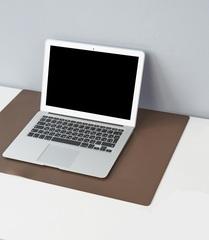 Коврик на стол из экокожи 40х60см коричневый