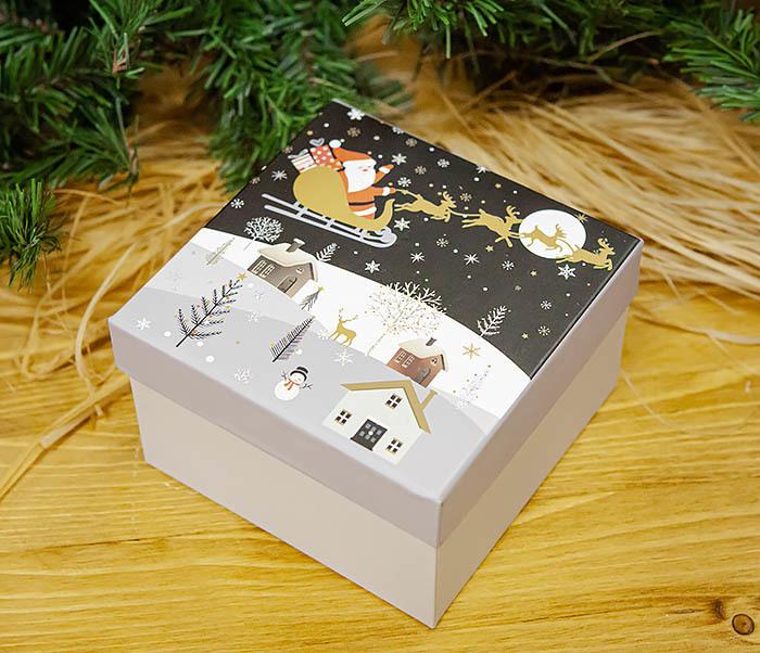 BOX261-3 Новогодняя коробка для подарков «Дед Мороз на санях» (13*13*9 см) фото 04