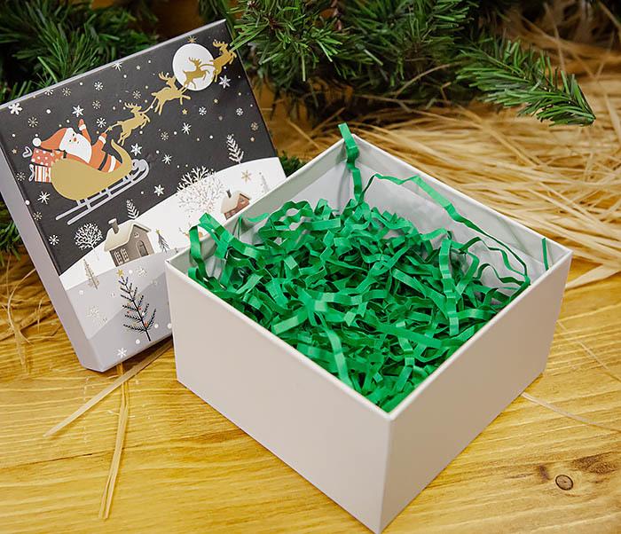 BOX261-3 Новогодняя коробка для подарков «Дед Мороз на санях» (13*13*9 см) фото 05