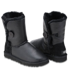 /collection/dlya-malchikov/product/ugg-kids-bailey-button-metallic-black