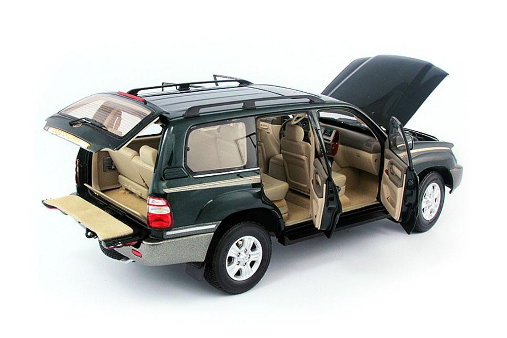 Коллекционная модель Toyota Land Cruiser 100 2005 Green