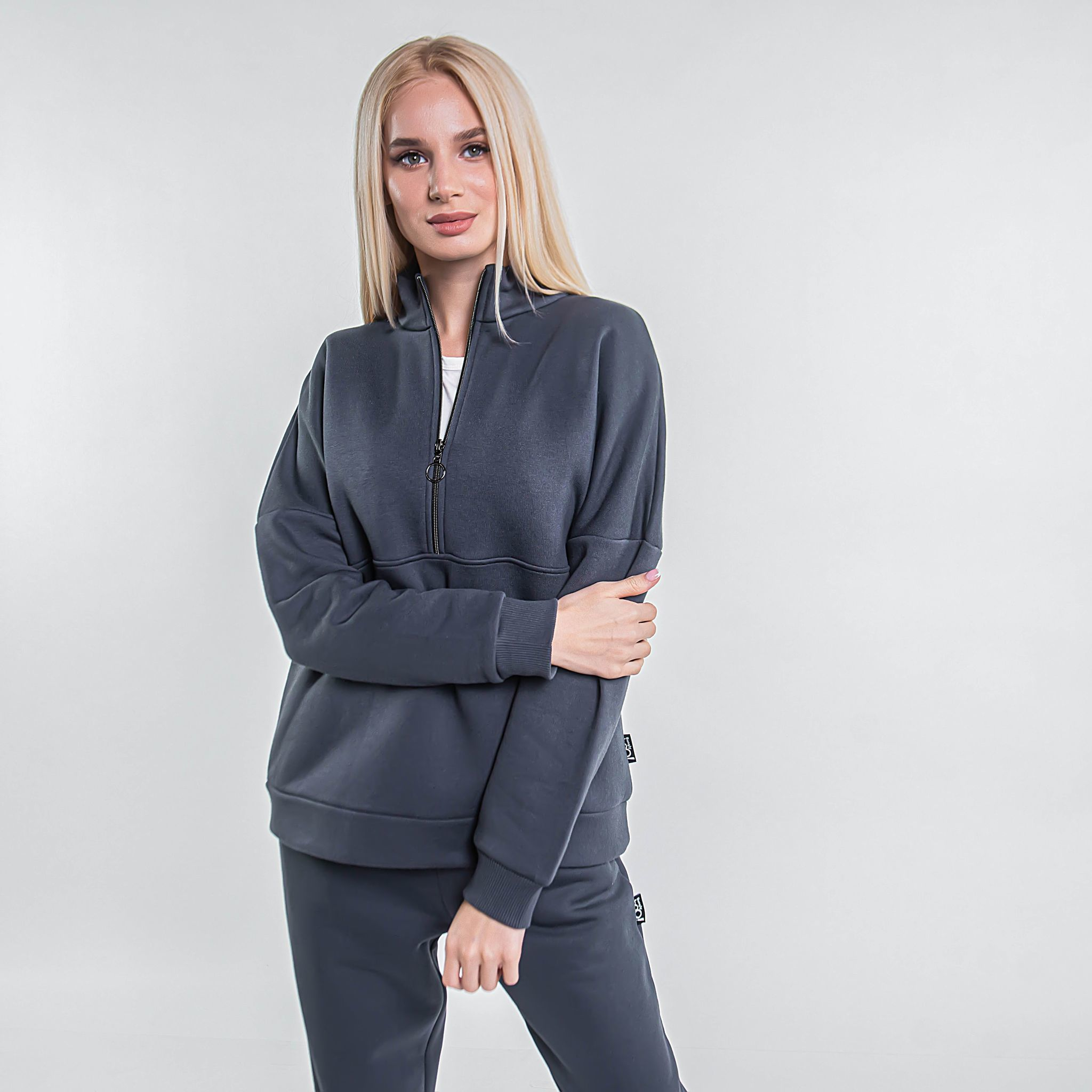 Warm sporty sweatshirt for women - Graphite