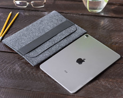 Темный войлочный чехол-конверт для iPad горизонтальный
