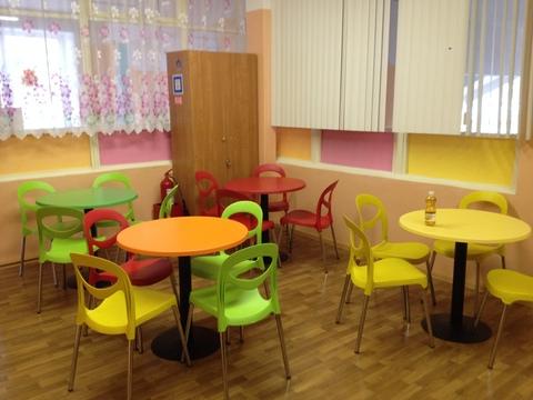 столы и стулья для кафе и столовых