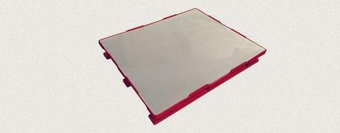 Поддон пластиковый сплошной 1200x1000x160 мм с полозьями, усиленный металлическим профилем. Цвет: Красный