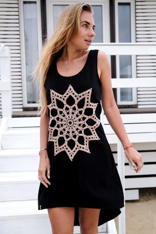 Платье асимметричное черное с пудровым кружевом