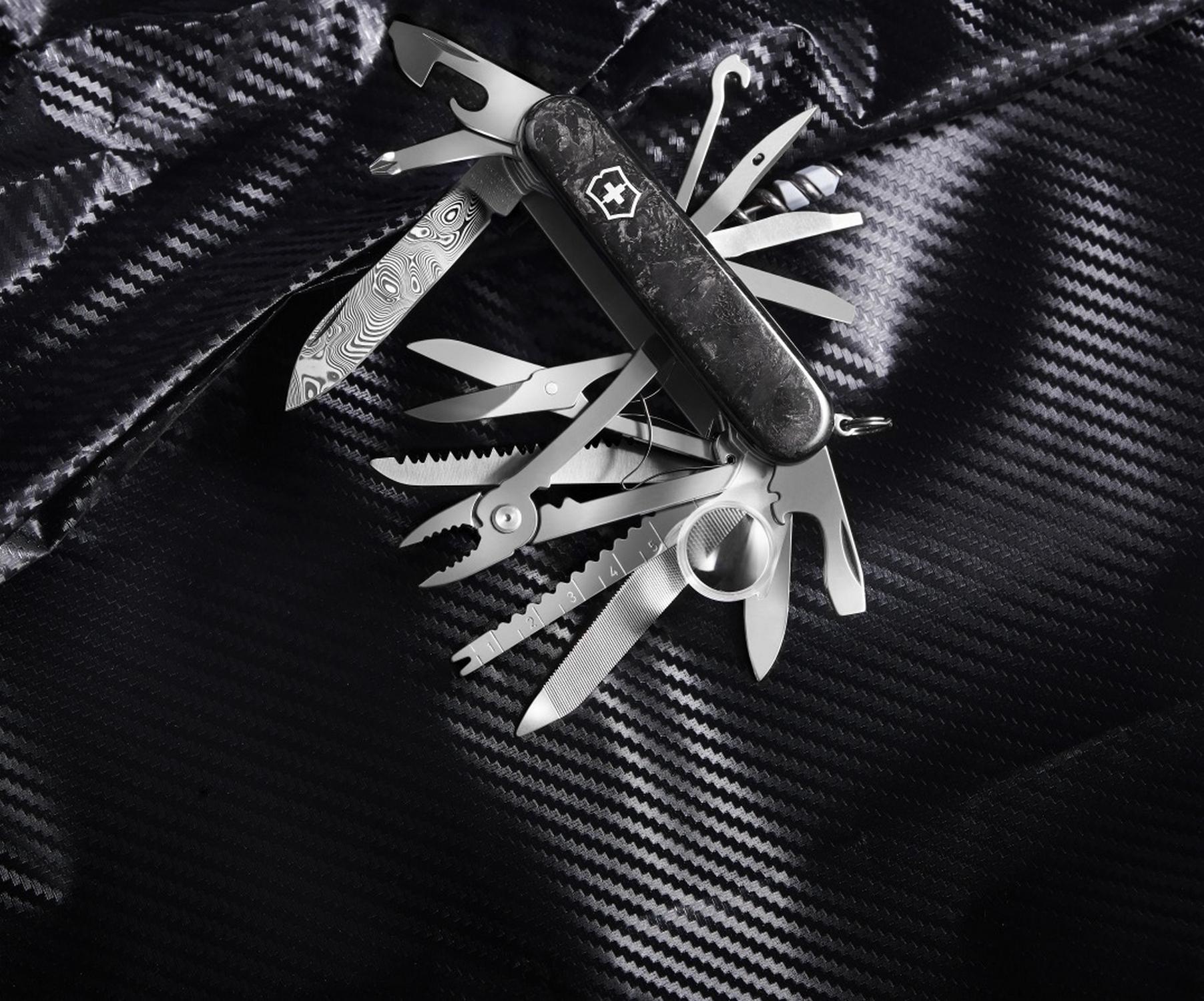 Складной коллекционный нож Victorinox Swiss Champ Carbon Damast Limited Edition 2021 (1.6791.J21) дамасская сталь, лимитированное издание | Wenger-Victorinox.Ru