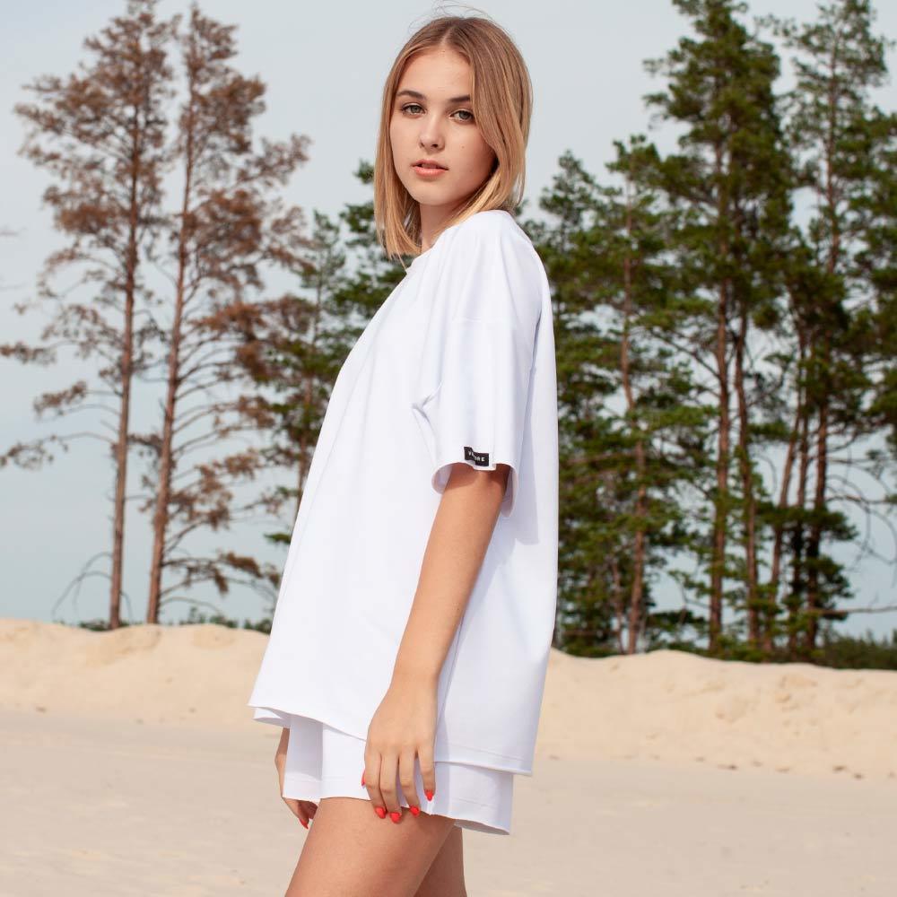 Дитячий підлітковий літній костюм з шорт і футболки оверсайз білого кольору