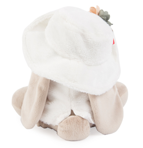 Зайка Ми в белой меховой шляпе и жилете