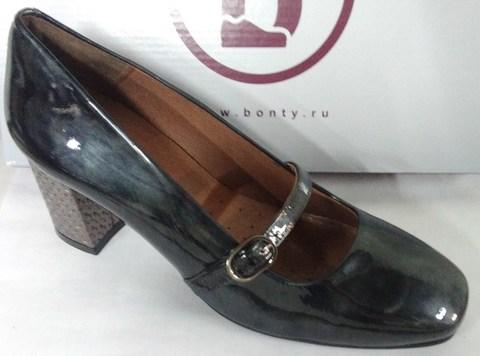 Серые лакированные туфли с ремешком