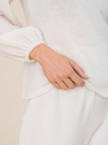 Женский джемпер молочного цвета из мохера и шерсти - фото 3