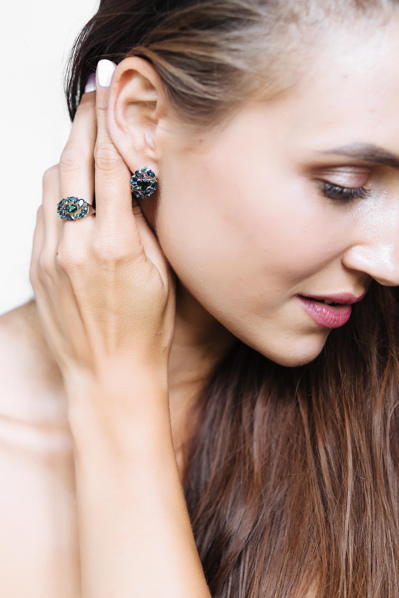 Серебряное кольцо с наноситалами и лондонскими топазами
