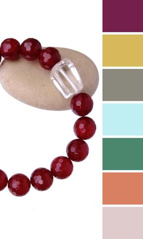 несколько цветов одежды, подходящих к браслету из камней вишнёвого цвета