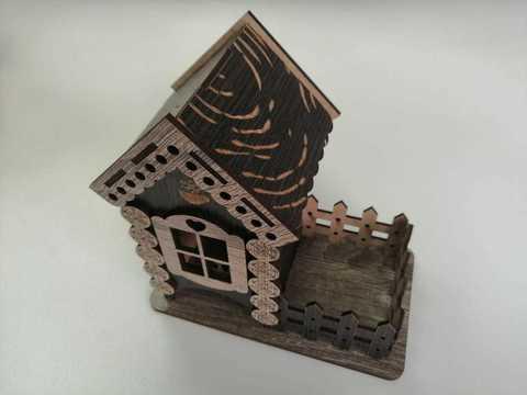 Чайный домик, размером 18х18х10,5см.Черные ставни.