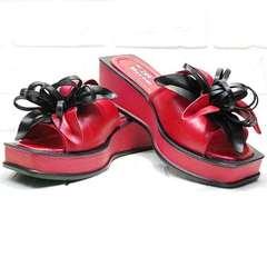 Кожаные шлепки босоножки женские Derem 042-921-02 Red Black.