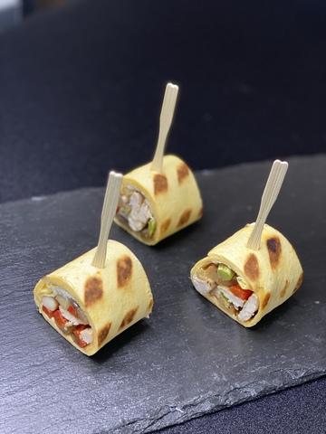 Ролл-сэндвич с цыпленком и овощами гриль