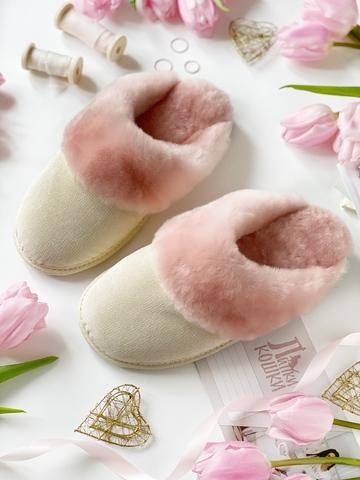 Меховые тапочки розовые закрытые с текстильным верхом бежевым