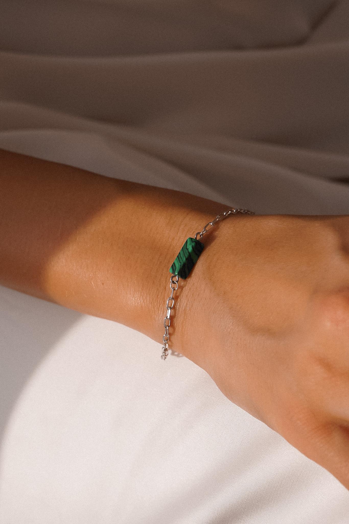 Серебряные браслет с малахитом